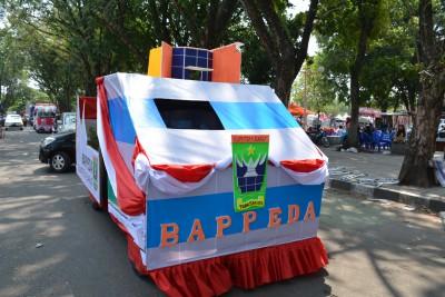 Bappeda Provinsi Sumatera Barat mengikuti Pawai Alegoris